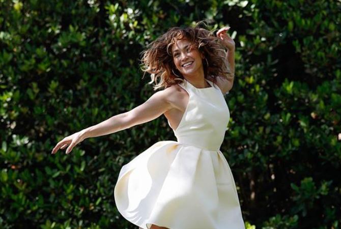 Jennifer Lopez poston fotografi nga banjo dhe rrjeti u çmend i tëri